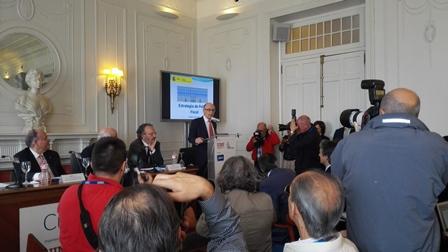 Cristóbal Montoro y Francisco González alertan contra las promesas populistas de los nuevos partidos
